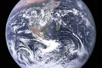 Увеличивается ли со временем масса Земли?