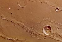 Новые фотографии Марса: кратеры, складки и разломы