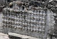 Северная Америка/ Мексика/ Цомпантли — индейская стена из черепов